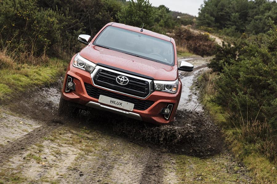 Российская версия Toyota Hilux получила новую комплектацию