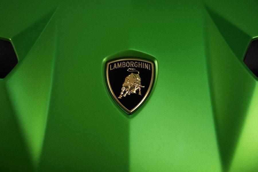Lamborghini интригует новым суперкаром
