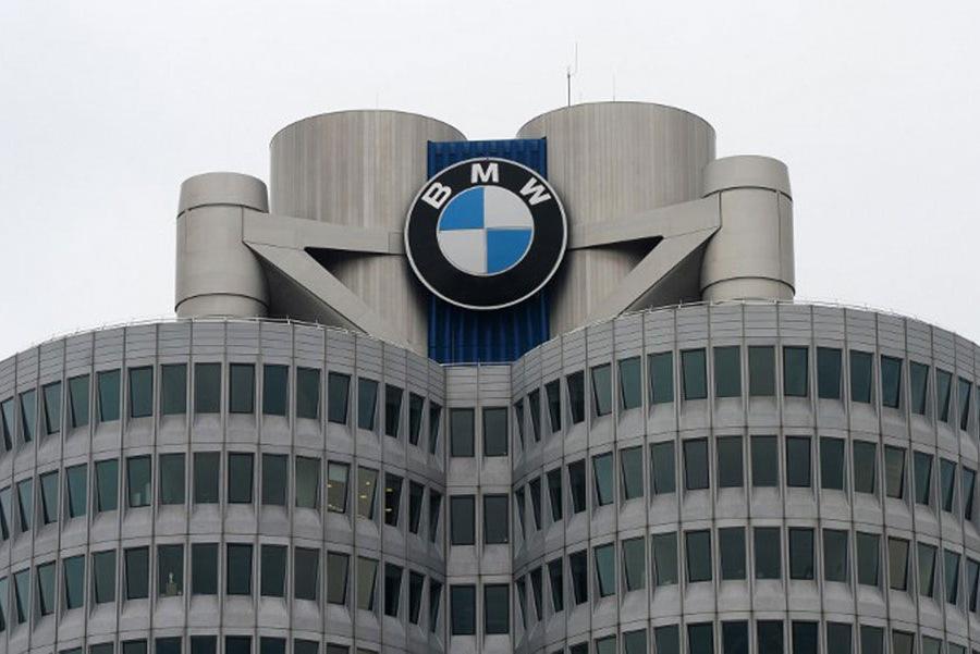 BMW отзывает 324 тысячи машин