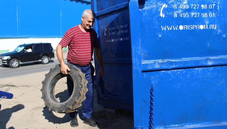 В Люберцах устанавливают контейнеры для сбора старых автопокрышек