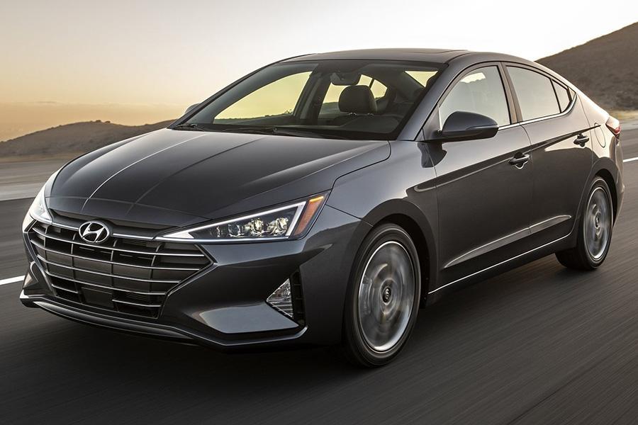 Седан Hyundai Elantra стал «треугольным»