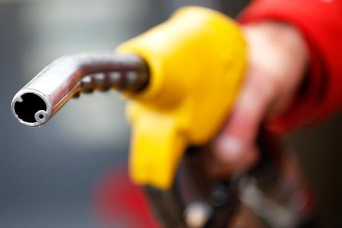 Акцизы на топливо повысят с 1 января 2019 года