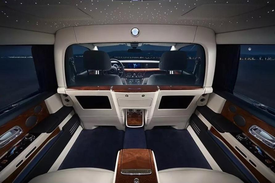 Rolls-Royce Phantom обрел перегородку в салоне