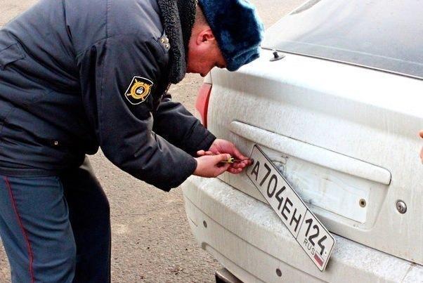 ГИБДД лишили возможности снимать номера с машин
