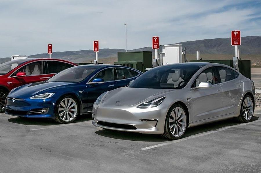 Бывший вице-президент GM опять совершил выпад в адрес Tesla