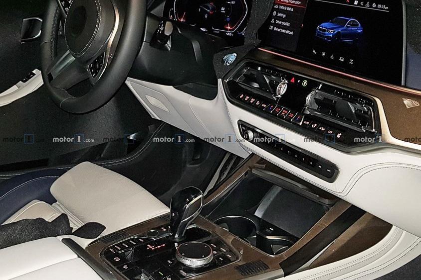 Серийный BMW X7 показал фрагмент интерьера