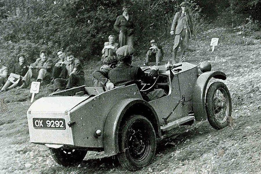 Lotus ищет свой первый автомобиль
