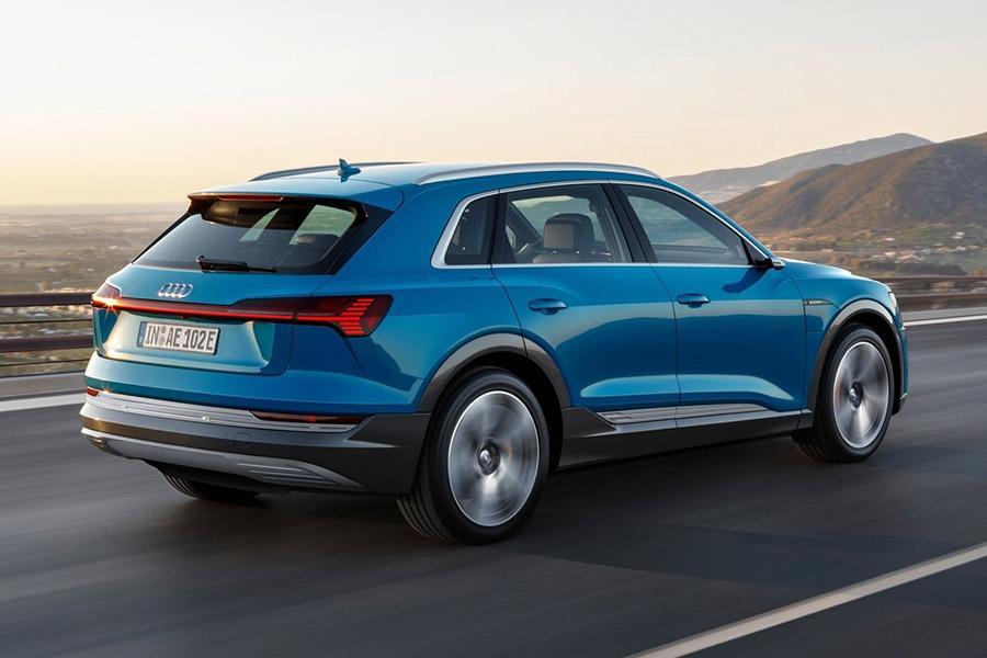У Audi проблемы с запуском на рынок электрического e-tron