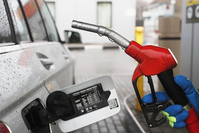 Правительство договорилось с нефтяниками о ценах на топливо