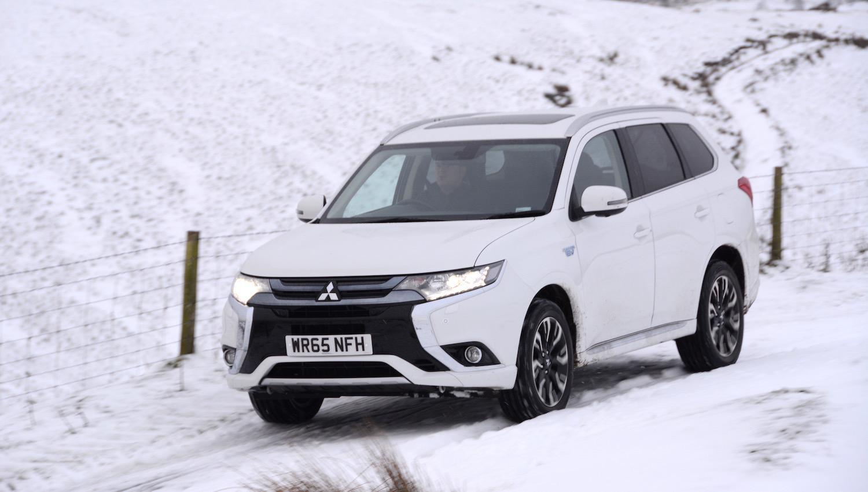 Владельцы автомобилей Mitsubishi предпочитают шипованные шины