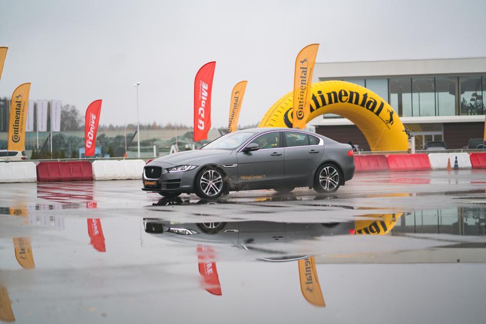 На полигоне Jaguar Land Rover Experience прошел тест-драйв зимних шин Continental