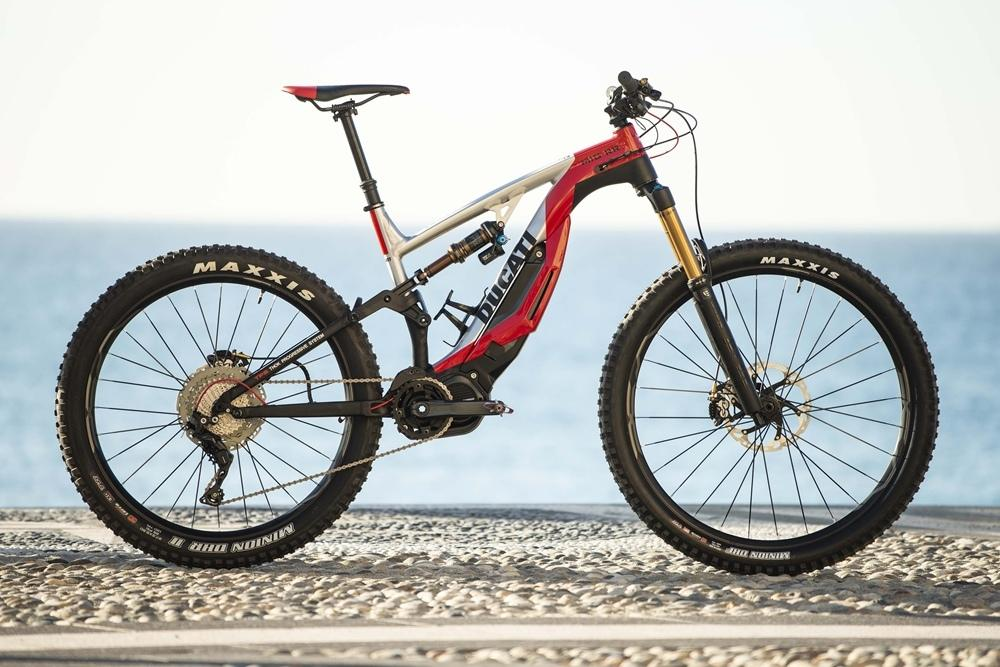 Электрический маунтинбайк Ducati оснастят покрышками Mаxxis