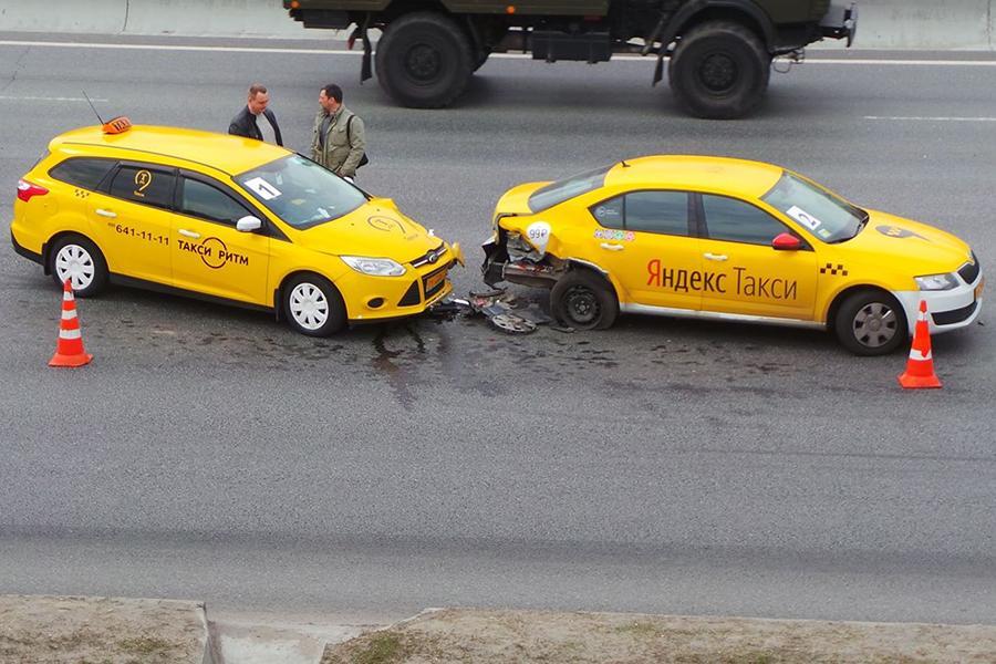 В столице растет число ДТП с участием такси