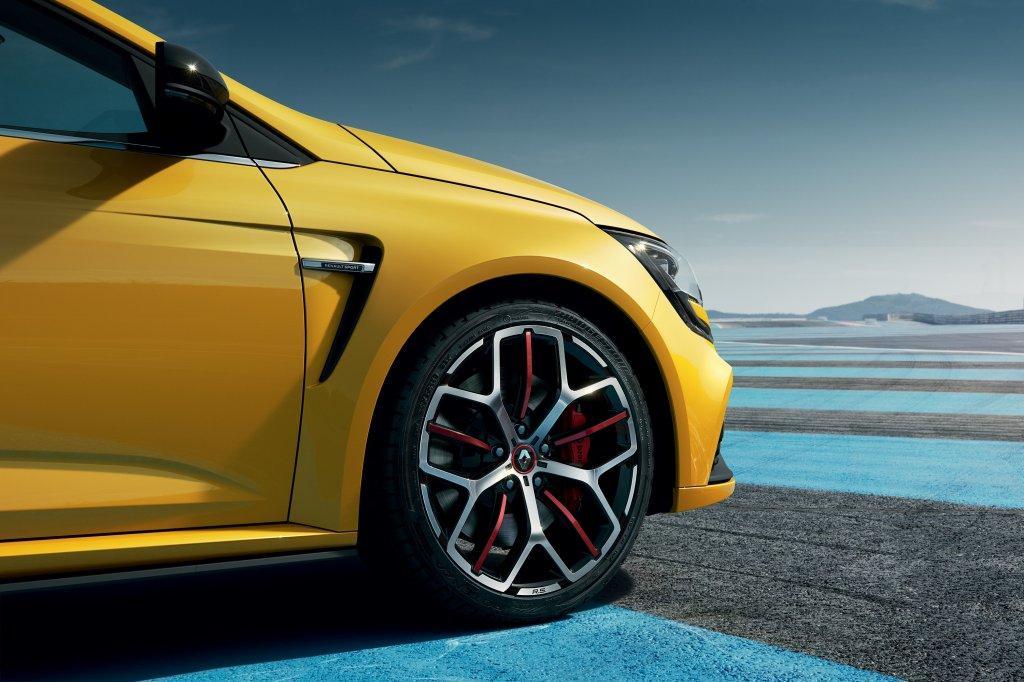 Renault Mégane RS Trophy поедет на спецверсии шин Bridgestone Potenza S001 и S007