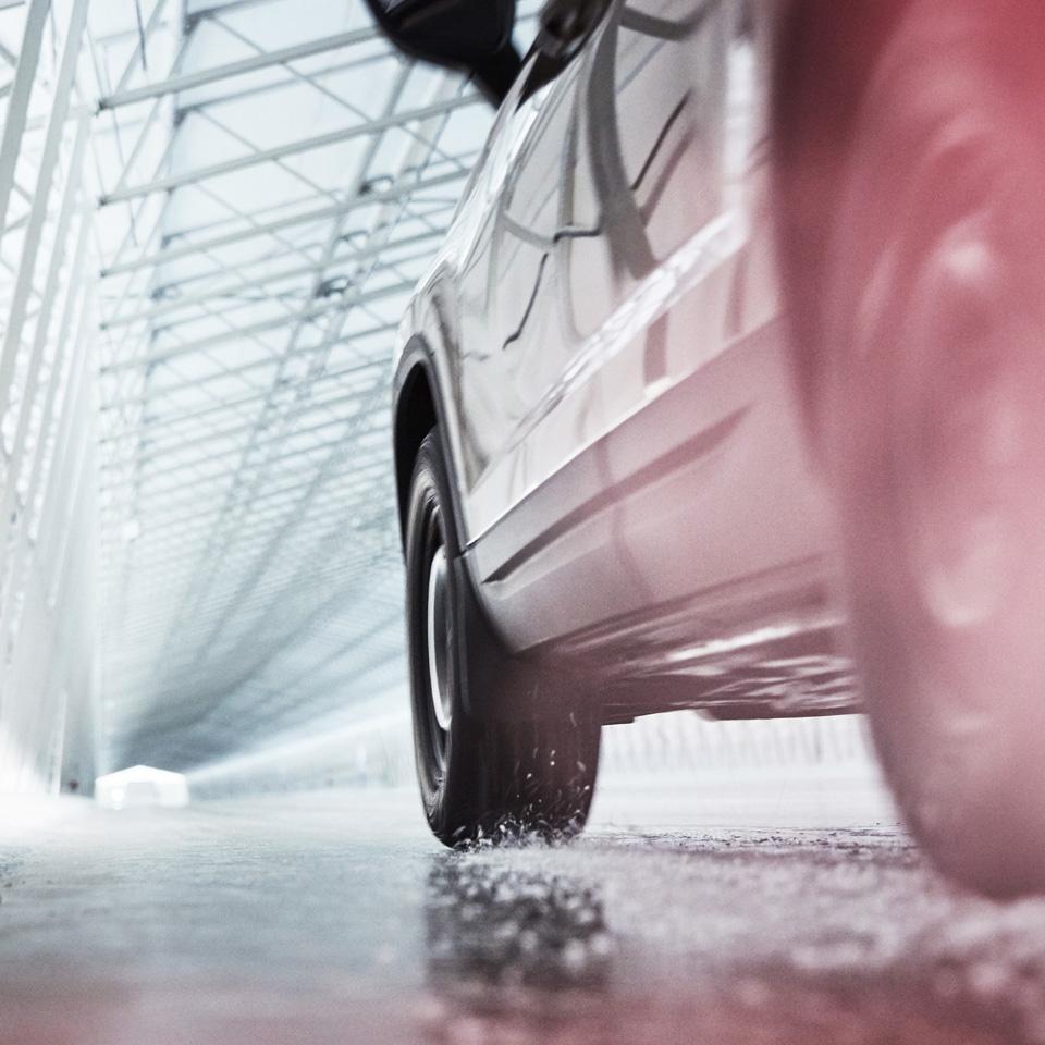 Краткий обзор итогов последних сравнительных тестов зимних шин от Nokian Tyres