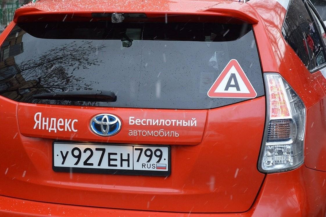 Беспилотники на российских дорогах выделят особой наклейкой