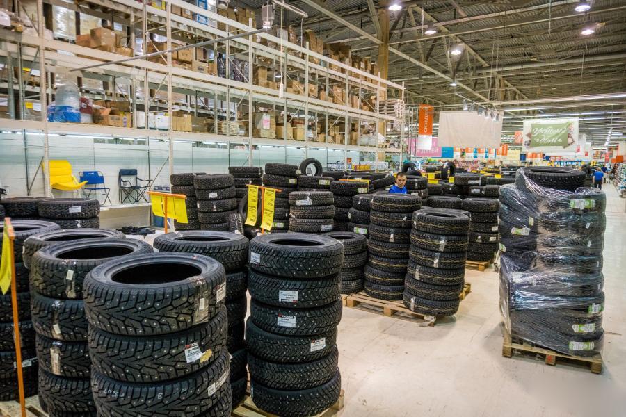 Автомобилисты Новосибирска и Омска скупили почти половину зимних шин в России