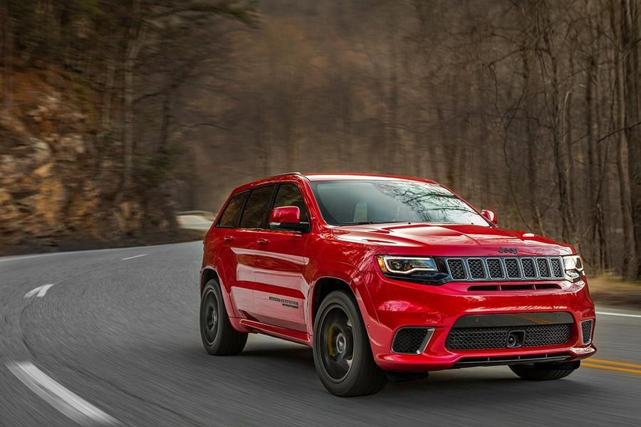 Jeep отзывает машины из-за водительского коврика