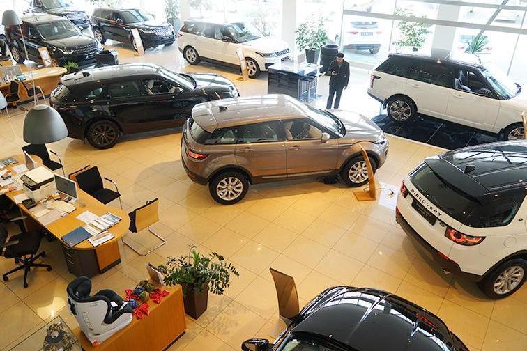 Средняя цена новой машины в России достигла 1,42 млн рублей