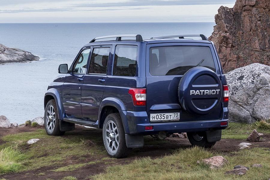 УАЗ подтвердил появление «Патриота» с автоматом в 2019 году