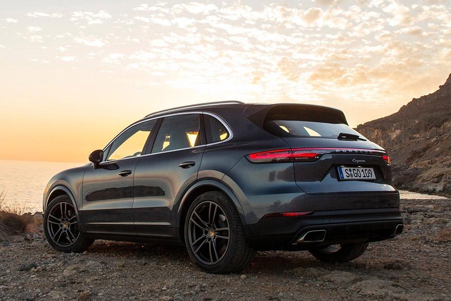 Новые Porsche Cayenne попали под отзыв в России
