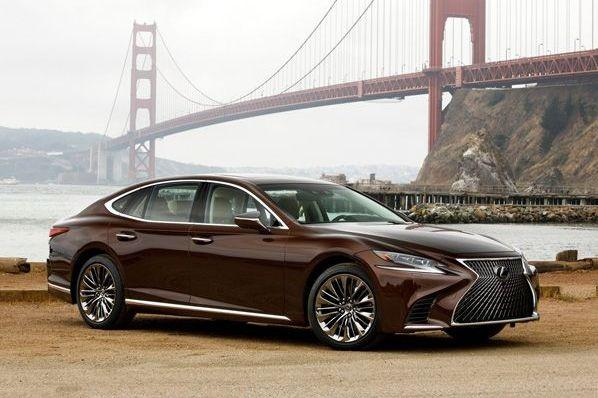 Новый Lexus LS попал под отзывную кампанию