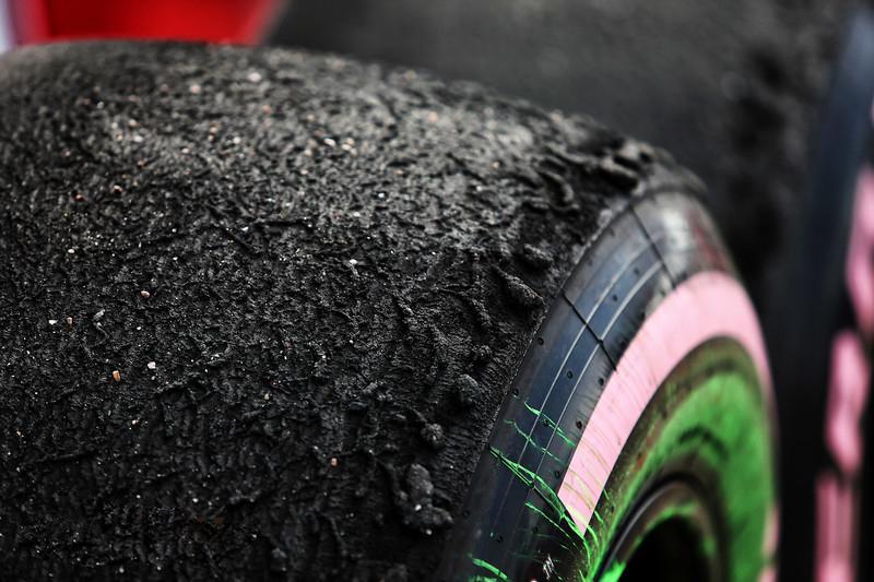 В Пирелли нашли решение проблемы пузырения шин в гонках Формулы-1