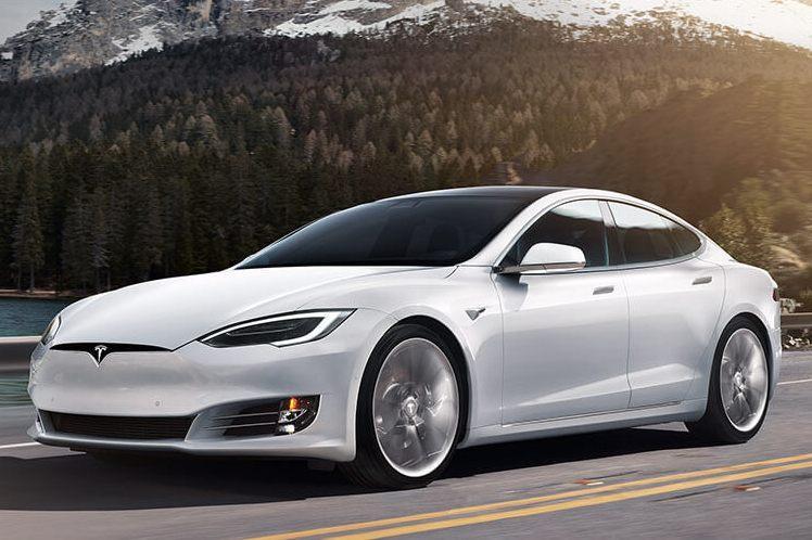 Tesla снимает с продажи «дешевые» версии машин