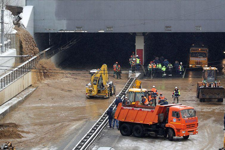 Лужков высказался об аварии в Тушинском тоннеле