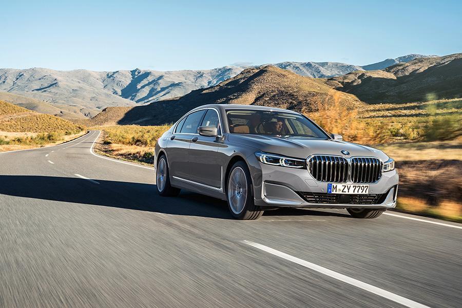 BMW 7-Series пережил рестайлинг