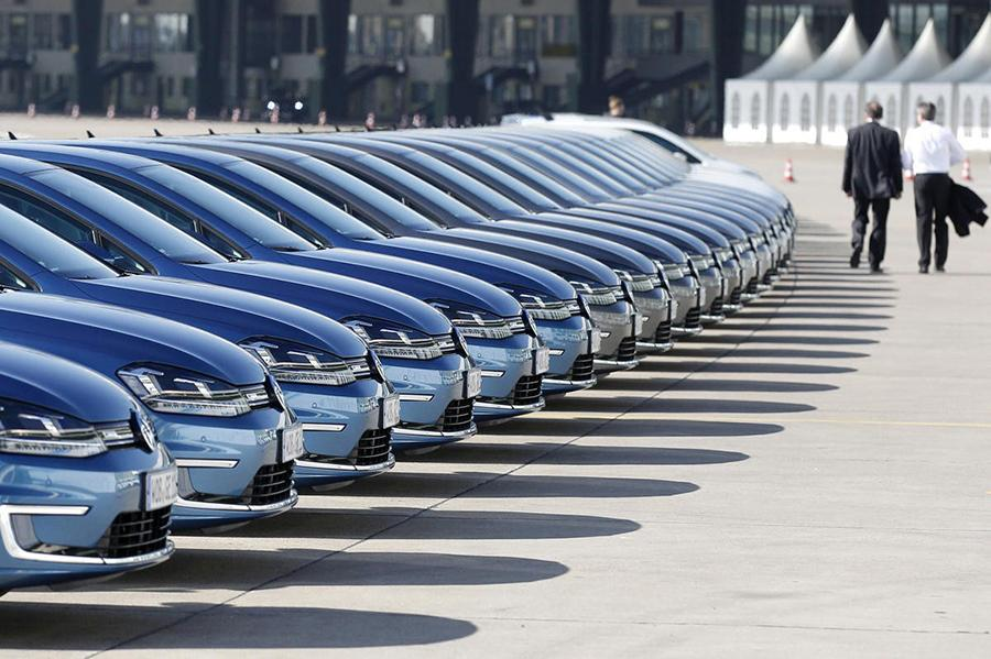 Мировые продажи автомобилей ушли в минус