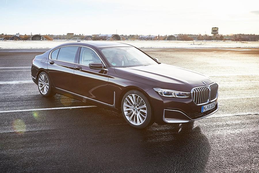Компания BMW рассказала о гибриде 7-Series отдельно