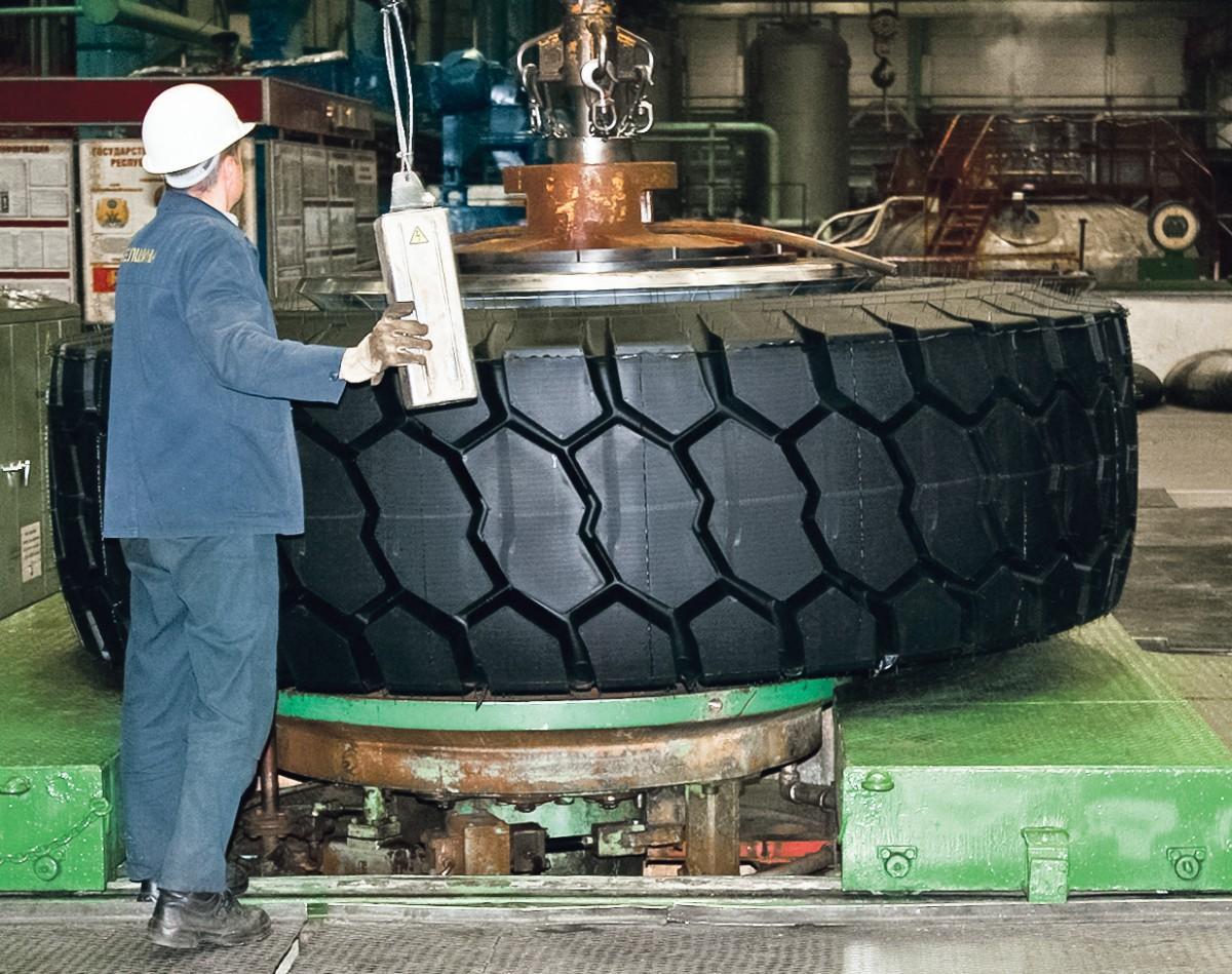 Бобруйские шинники ведут отработку техпроцесса изготовления новой мега-шины