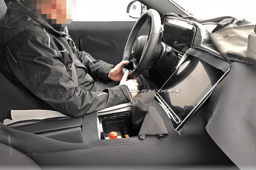В новый Mercedes S-Class установят гигантский дисплей