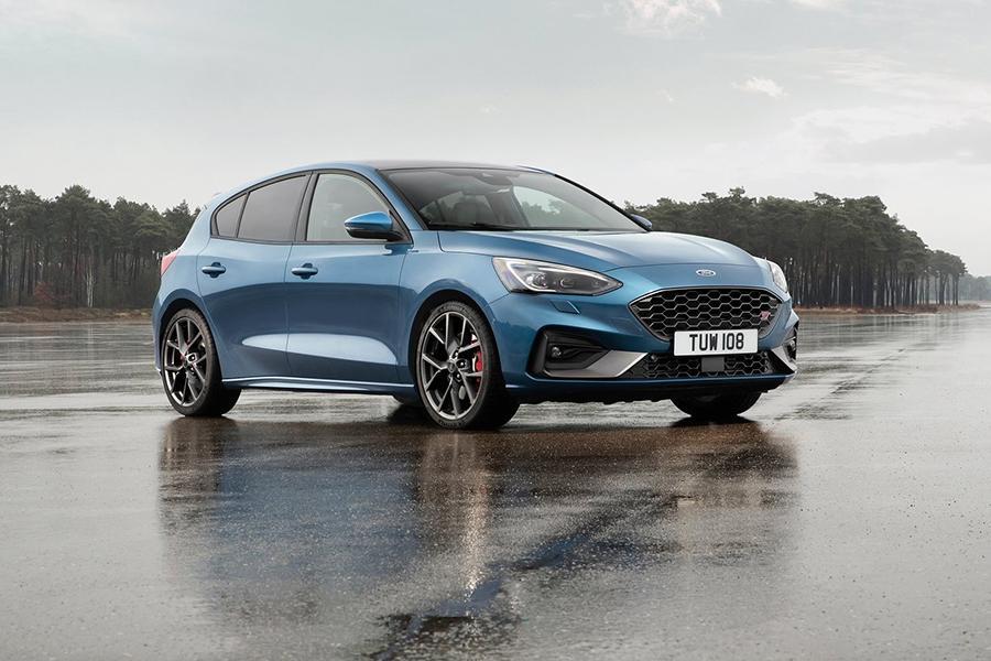 Ford Focus предстал в заряженном исполнении ST