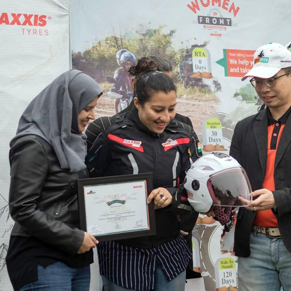 Maxxis International взялась за обучение индийских женщин езде на мотоцикле