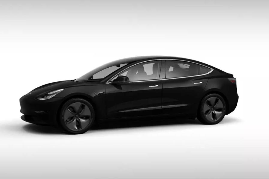 Tesla начала продавать самую дешевую Model 3