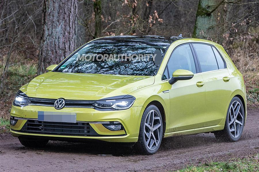 Volkswagen Golf 8: шпионские фото без камуфляжа