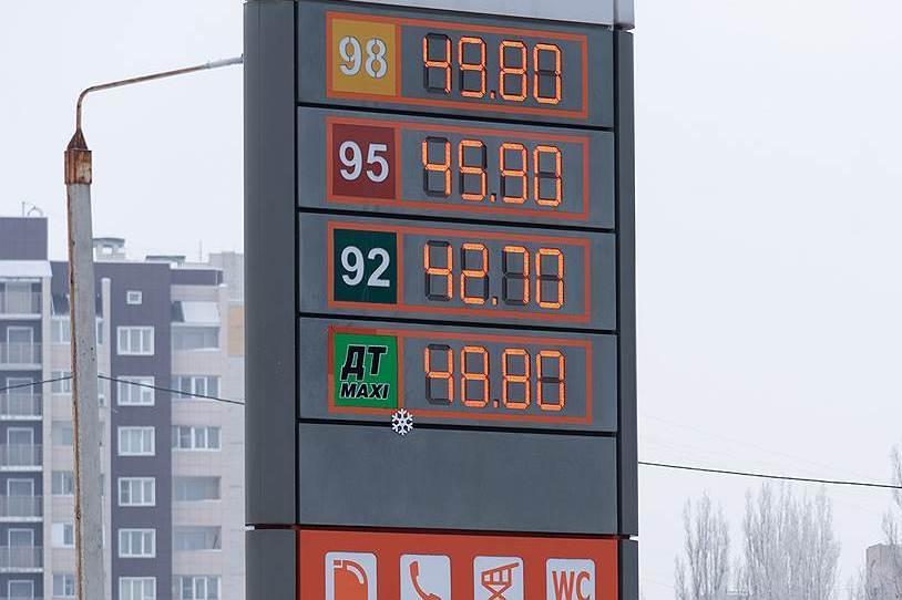 Заморозку цен на бензин продлили на три месяца
