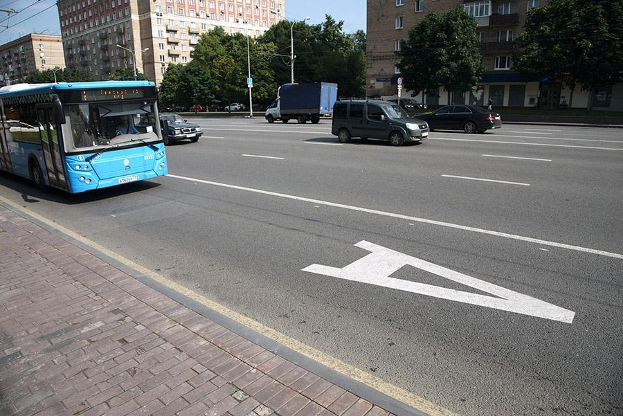 Пять выделенных полос Москвы закроют для автомобилистов по выходным
