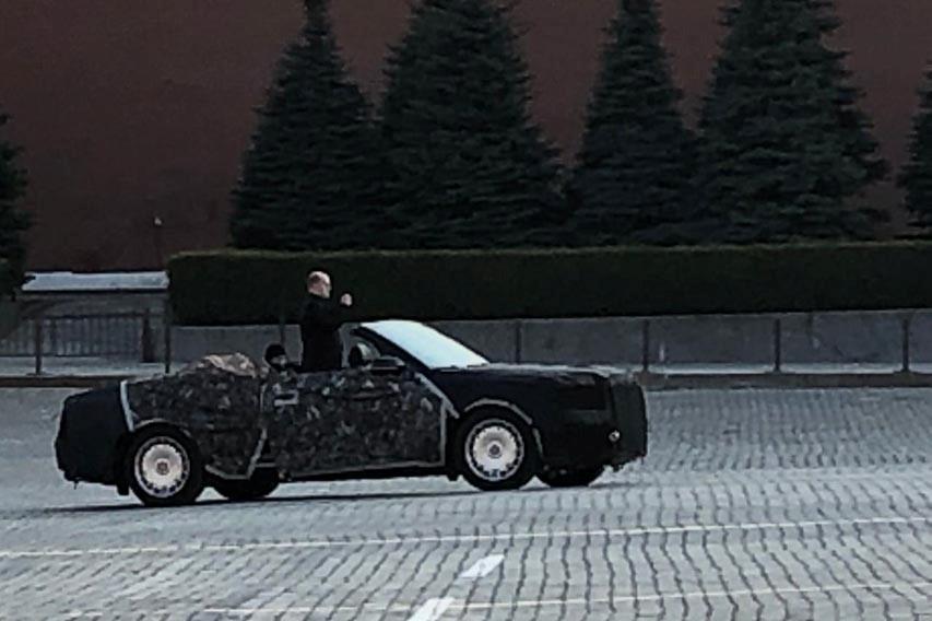 Кабриолет «Аурус» заметили на Красной площади