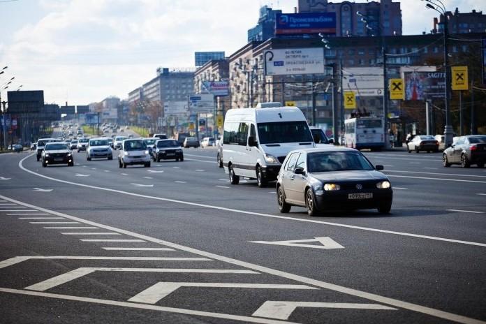 В Москве начали штрафовать за езду по выделенкам в выходные