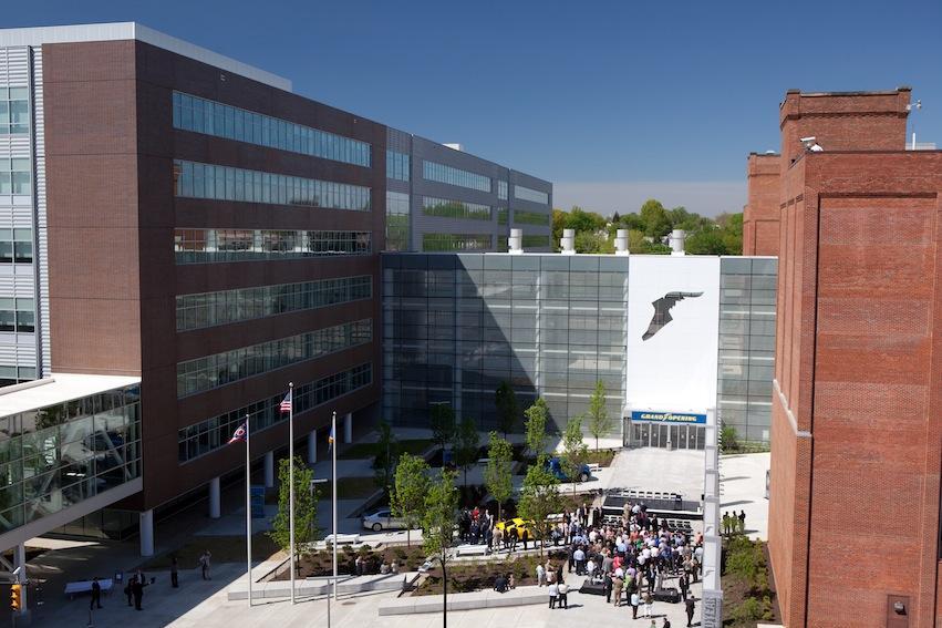Goodyear снижает объемы продаж и прибыли