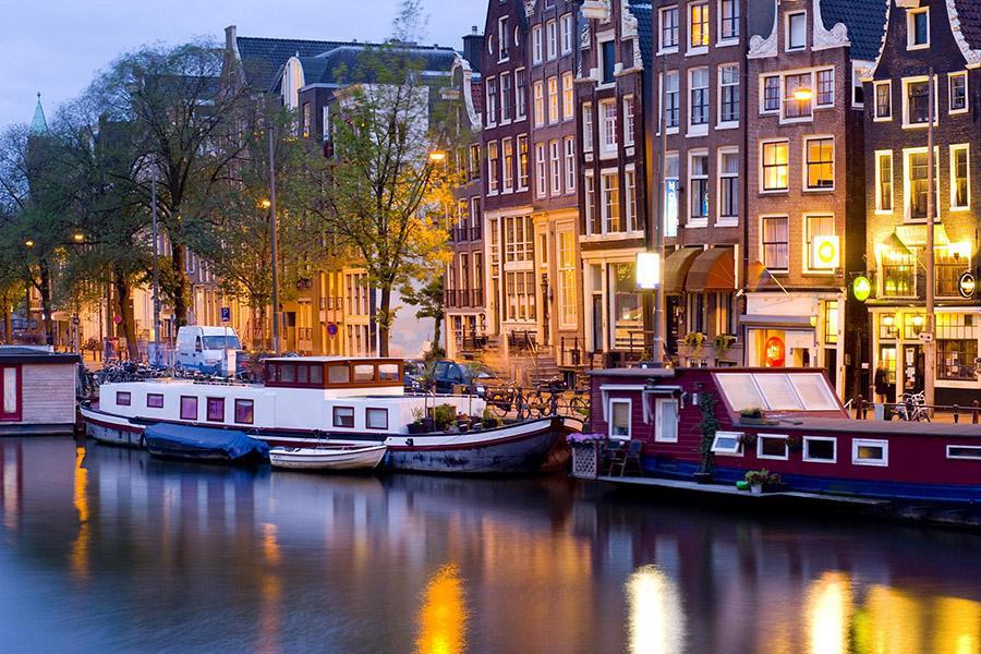 Амстердам закроют для машин с ДВС