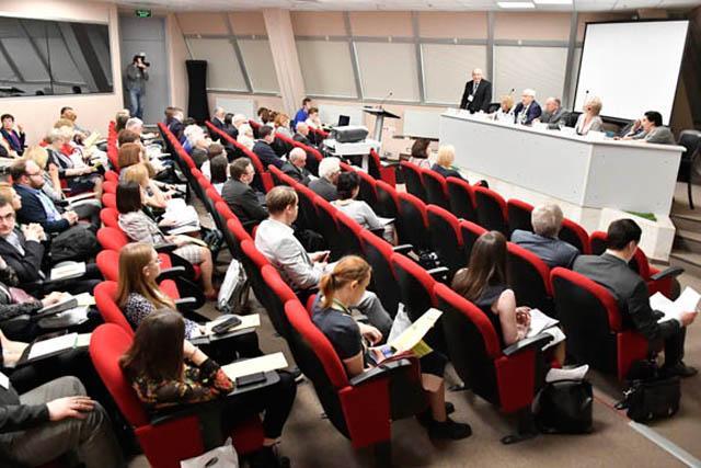 Специалисты «Нижнекамскнефтехима» выступили на конференции «Каучуки и резина-2019»