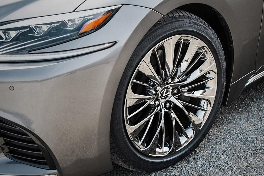 Седаны Lexus LS отзывают в России