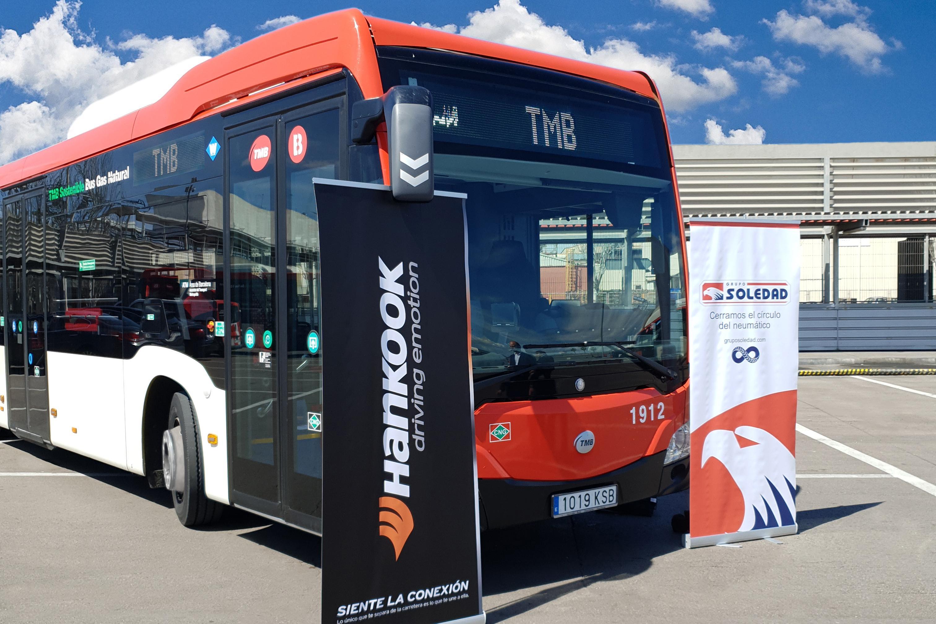 Автобусы Барселоны оснастят ультрасовременными шинами Hankook SmartCity AU04+