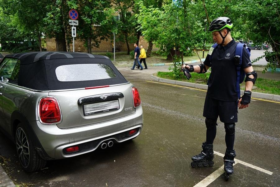 Пеших инспекторов парковок поставили на ролики
