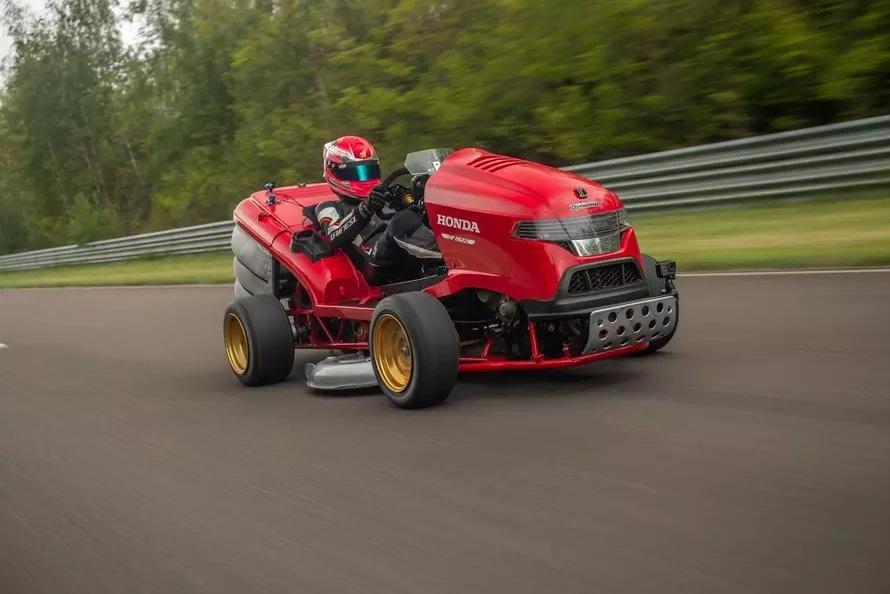 Газонокосилка Honda поставила новый рекорд скорости