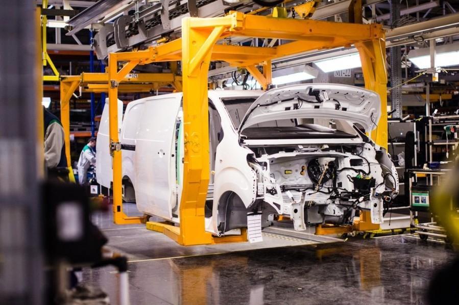 PSA локализует Opel в России